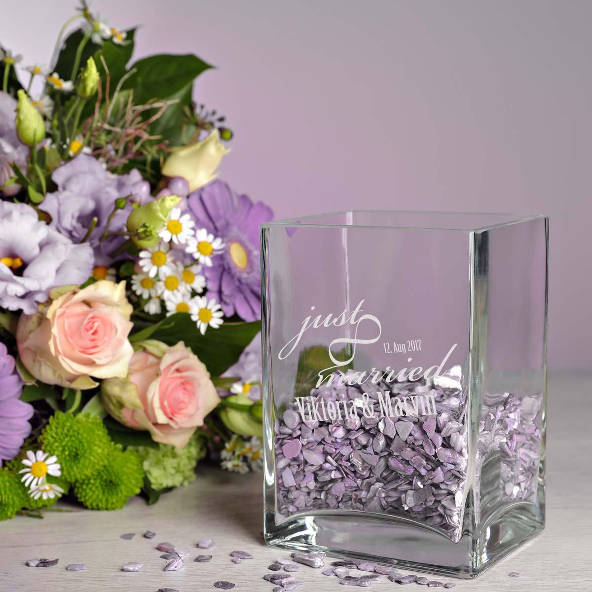 kleine blumenvase vase inkl gravur motiv just married mit unendlichkeitszeichen ebay. Black Bedroom Furniture Sets. Home Design Ideas